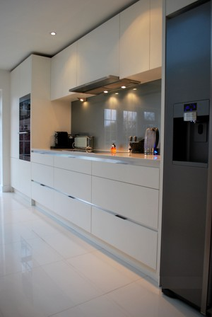 A superlative quality, hand-built kitchen that exemplifies the highest standard of workmanship that you can expect from Nick anf Vygis of Samuel Edgar